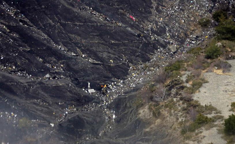 Szczątki samolotu w miejscu katastrofy /PAP/EPA