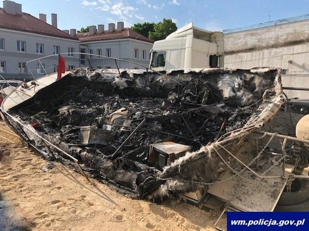 Szczątki spalonej łodzi /Policja Warmińsko-Mazurska /