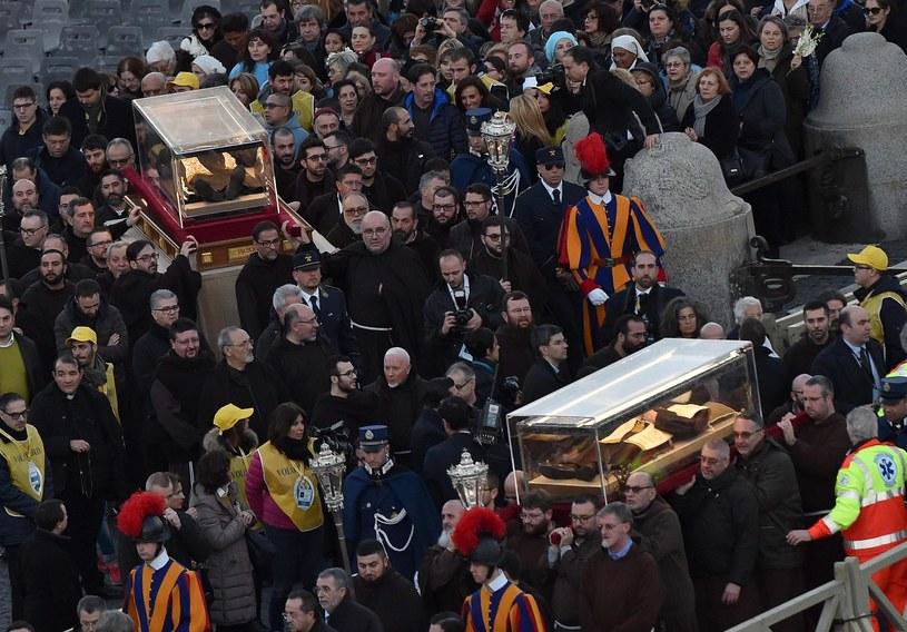 Szczątki św. Ojca Pio i św. Leopolda Mandicia /PAP/EPA