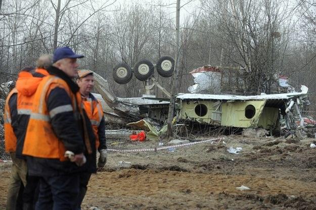 Szczątki Tu-154M w miejscu katastrofy /AFP