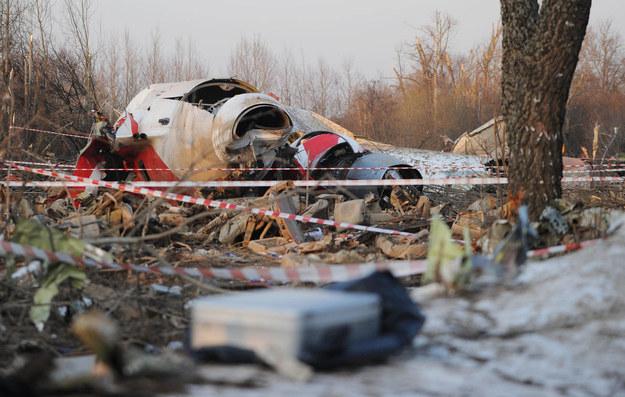 Szczątki tupolewa na miejscu katastrofy smoleńskiej /ITAR-TASS/Maxim Shemetov /PAP