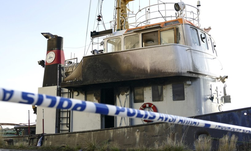 Szczecińska prokuratura wszczęła śledztwo ws. pożaru na holowniku Zeus /PAP/EPA
