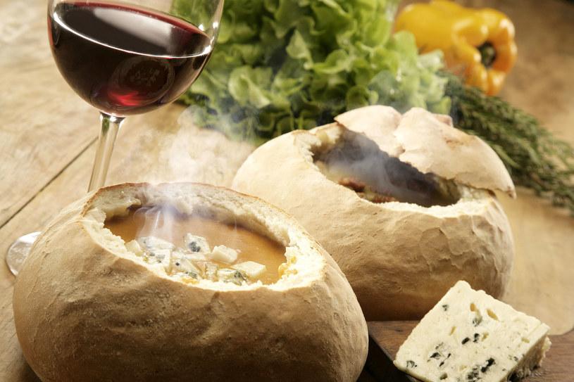 Szczególnie jesienią i zimą warto sięgać po zupy, które doskonale rozgrzewają organizm, dodając mu niezbędnej porcji energii i wspomagając system odpornościowy /Picsel /123RF/PICSEL