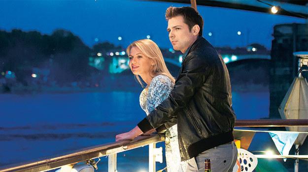 Szczepan jest w Agacie zakochany. Romantyczną podróż barką tych dwojga zobaczymy jesienią – w nowych odcinkach serialu /www.nadobre.tvp.pl/