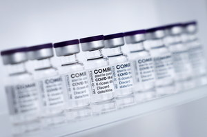 Szczepienia nieletnich. Trwają testy kliniczne na dzieciach w Polsce