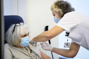 Szczepienia przeciw COVID-19. Po pierwszej dawce wciąż istnieje ryzyko zachorowania