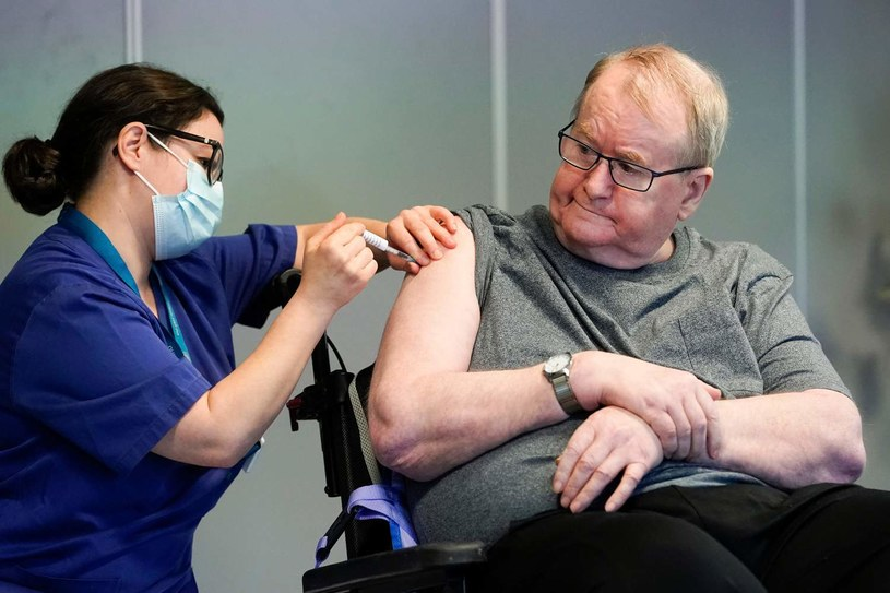 Szczepienia przeciw COVID-19 /AFP