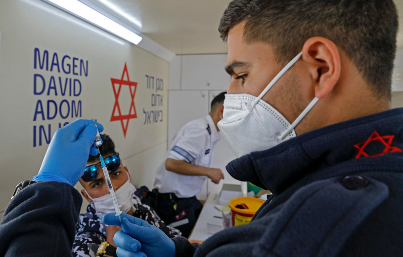Szczepienia w Izraelu /AHMAD GHARABLI / AFP /East News