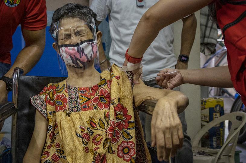 Szczepienia w Manili, stolicy Filipin /EZRA ACAYAN /Getty Images