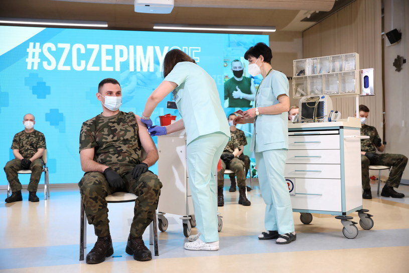 Szczepienia żołnierzy, zdjęcie ilustracyjne / Leszek Szymański    /PAP