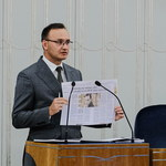 """Szczepienie dzieci przeciw Covid-19 to """"eksperyment""""? Reakcja premiera"""