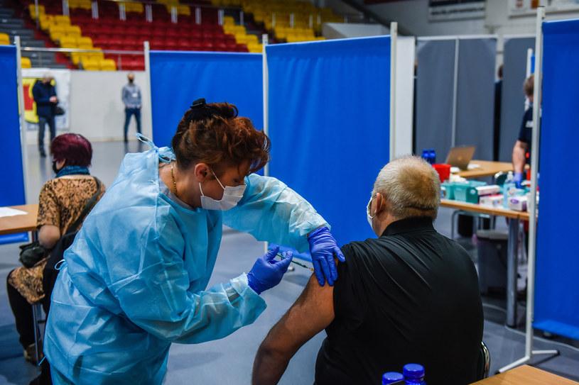 Szczepienie przeciw COVID-19; zdj. ilustracyjne /Omar Marques/Getty Images /Getty Images