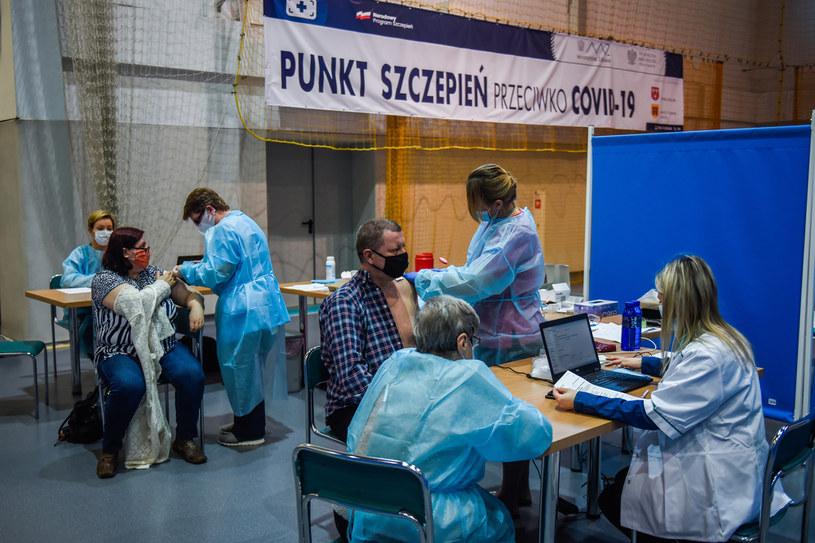 Szczepienie przeciw COVID-19 /Omar Marques/Getty Images /Getty Images