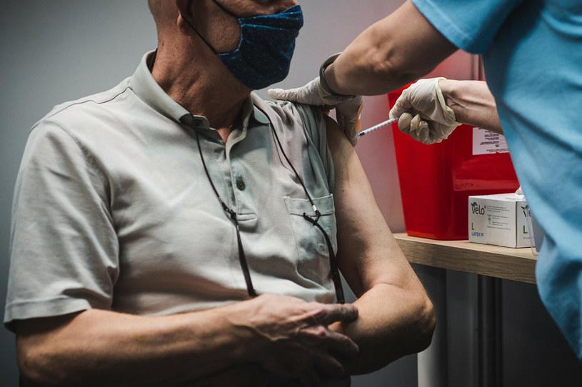 Szczepienie przeciw COVID-19 /Karol Makurat /Reporter