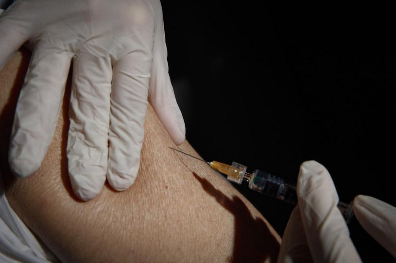 Szczepienie przeciw grypie /KONTROLAB /Getty Images