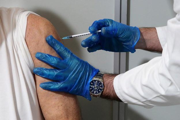 Szczepienie przeciwko Covid-19 /ORESTIS PANAGIOTOU /PAP/EPA