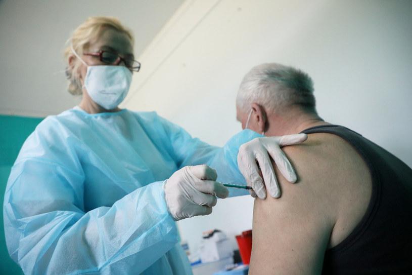 Szczepienie w punkcie szczepień masowych /Jakub Kaminski/East News /East News