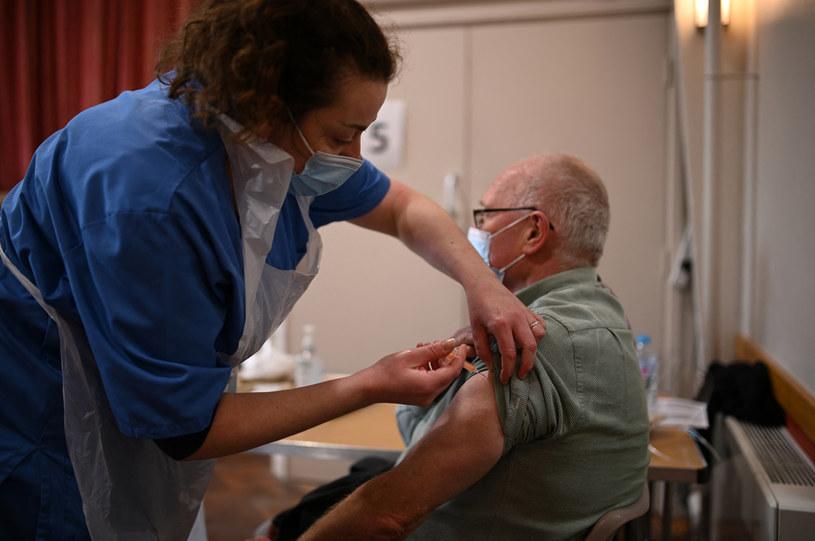 Szczepienie w Wielkiej Brytanii /AFP