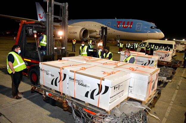 Szczepionki dotarły już do Johannesburga /BABA JIYANE/GCIS HANDOUT /PAP/EPA