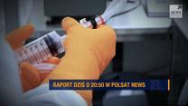 """Szczepionkowy wyścig. Do kogo trafią w pierwszej kolejności? Oglądaj """"Raport"""" w Polsat News o 20:50"""