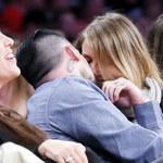 Szczęśliwa Cameron Diaz z mężem na meczu