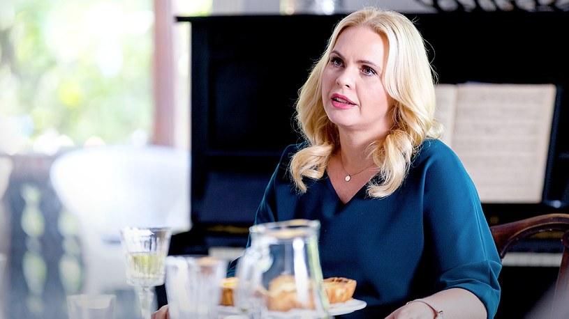 Szczęśliwa kobieta poinformuje kolegów z firmy, że odchodzi /Polsat