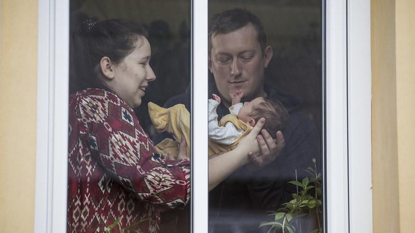 Szczęśliwi rodzice wraz z córeczką /materiały prasowe