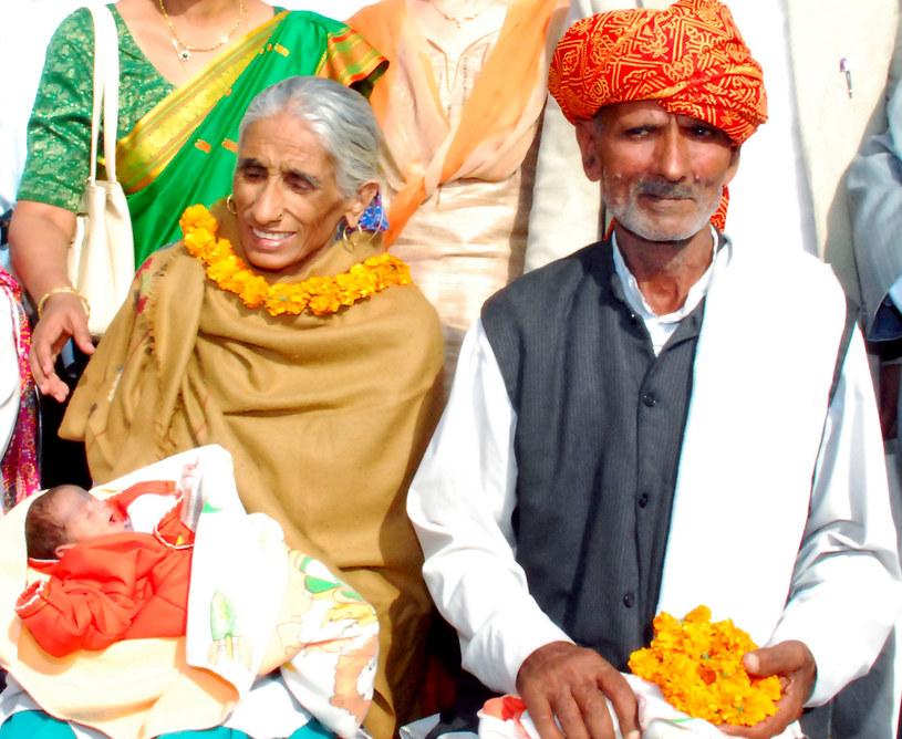 Szczęśliwi rodzice z córeczką /AFP