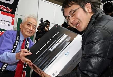 Szczęśliwy posiadacz nowej PlayStation /AFP