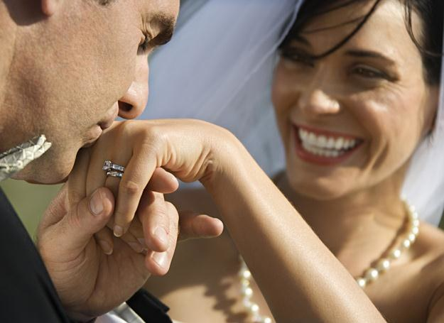 Szczęśliwych mężów jest pewnie tyle samo, co nieszczęśliwych... /© Panthermedia
