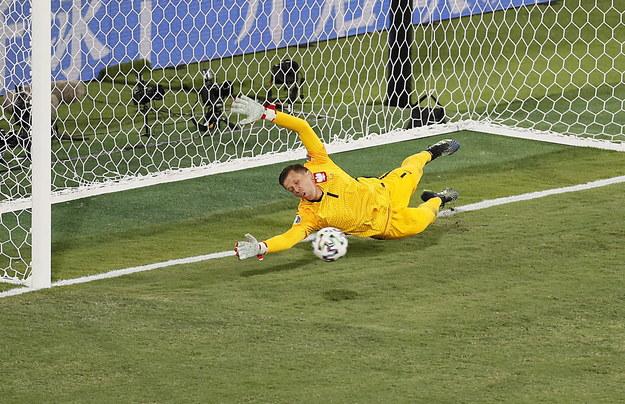 Szczęsny w bramce Polaków, podczas meczu z Hiszpanami /Jose Manuel Vidal / POOL /PAP/EPA
