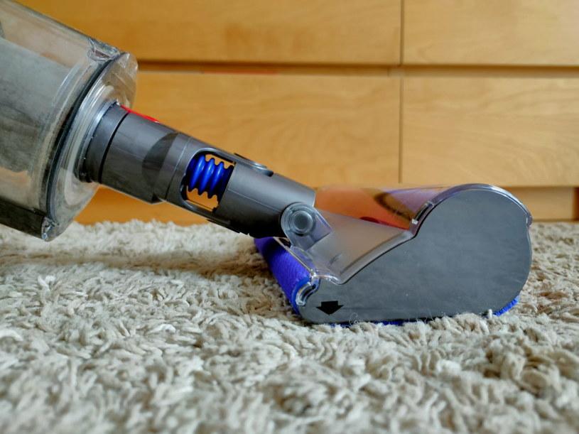 Szczotka Soft Roller, przeznaczona do czyszczenia podłóg twardych (paneli, podłóg drewnianych, kafelków itd.) /INTERIA.PL