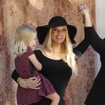 Szczupła Jessica Simpson na imprezie z córką