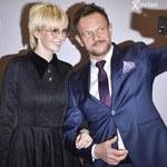 Szczupły Cezary Pazura i jego odmieniona żona na premierze filmu