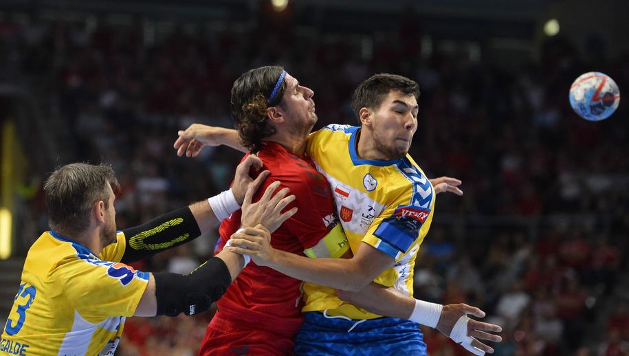 Szczypiorniści PGE Vive Kielce podczas sobotniego meczu /Boglarka Bodnar /PAP/DPA