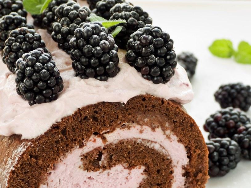 Szczypta soli dodana do białek uczyni ciasto bardziej puszystym /123RF/PICSEL