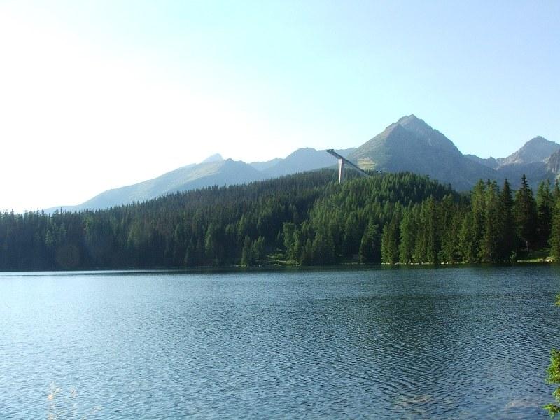 Szczyrbskie Jezioro jest drugim co do wielkości jeziorem w Tatrach słowackich /Krkavec - Praca własna, Domena publiczna, https://commons.wikimedia.org/w/index.php?curid=3289943 /Wikimedia