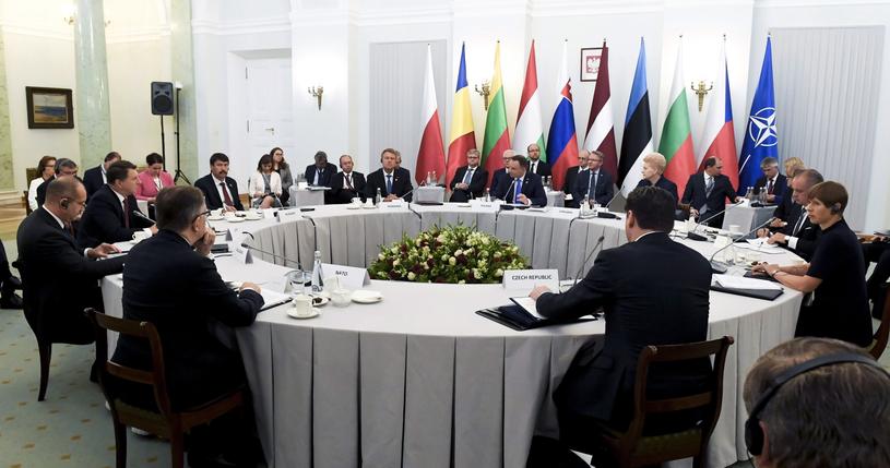 Szczyt B9 w Warszawie /Szilard Koszticsak /PAP/EPA