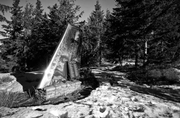 Szczyt Policy. Pomnik-skrzydło pamięci ofiar samolotu pasażerskiego An-24 /Wojciech Matusik /Agencja FORUM