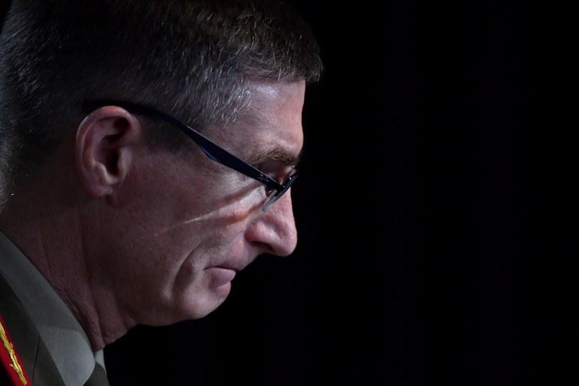 Szef australijskich sił zbrojnych generał Angus Campbell przyznał, że australijscy żołnierze sił specjalnych zabijali bezbronnych Afgańczyków /MICK TSIKAS / POOL /AFP