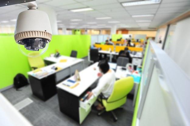 Szef będzie mógł zajrzeć do twoich e-maili, komunikatora i komórki... /123RF/PICSEL