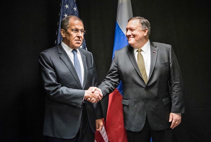 Szef dyplomacji Rosji Siergiej Ławrow  i sekretarz stanu USA Mike Pompeo /JOUNI PORSANGER /PAP/EPA
