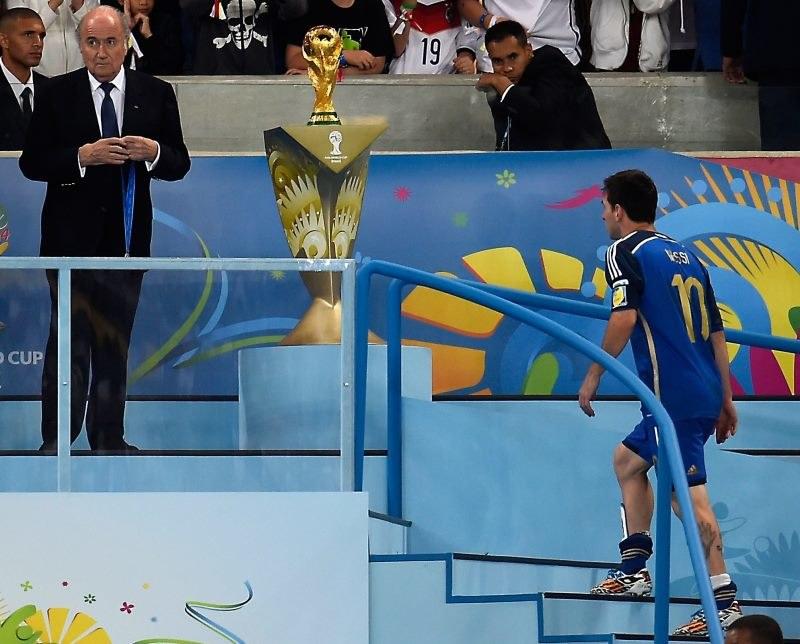 Szef FIFA Joseph Blatter był zaskoczony wyborem Lionela Messiego na najlepszego piłkarza mundialu /AFP