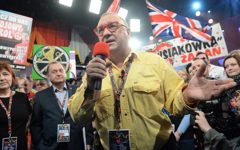 Szef Fundacji Wielkiej Orkiestry Świątecznej Pomocy Jurek Owsiak w trakcie pierwszego wejścia w studiu Telewizji Polskiej w Warszawie /Jacek Turczyk /PAP