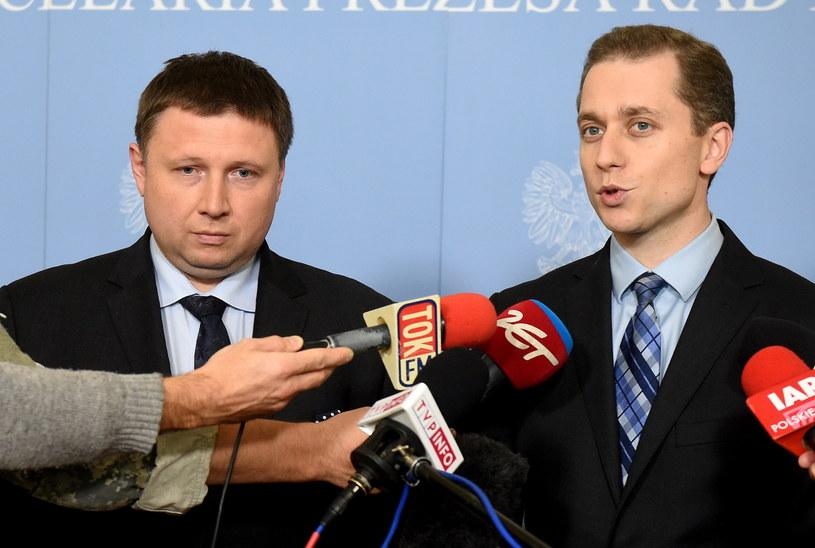 Szef gabinetu politycznego premier Ewy Kopacz Marcin Kierwiński i rzecznik rządu Cezary Tomczyk /Radek Pietruszka /PAP