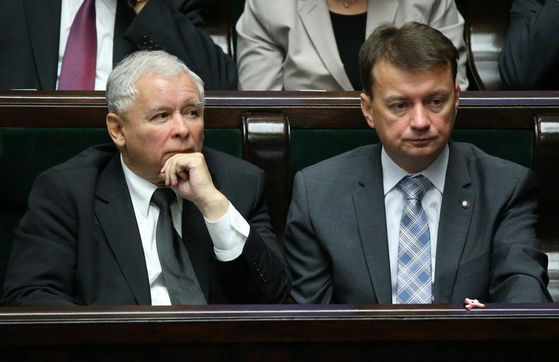 Szef klubu PiS Mariusz Błaszczak i Jarosław Kaczyński. /Stanisław Kowalczuk /East News