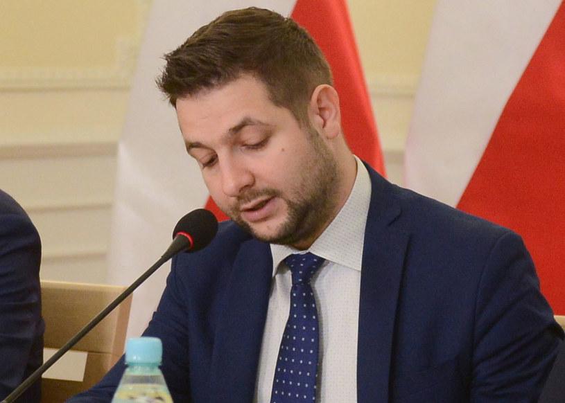 Szef komisji weryfikacyjnej Patryk Jaki / Jakub Kamiński    /PAP