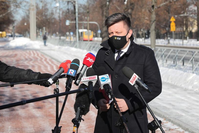 Szef KPRM Michał Dworczyk podczas konferencji prasowej /Wojciech Olkuśnik /PAP