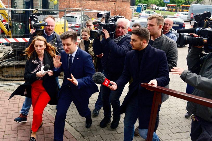 Szef KPRM Michał Dworczyk w drodze na spotkanie kierownictwa PiS w siedzibie partii przy ulicy Nowogrodzkiej / Jakub Kamiński    /PAP