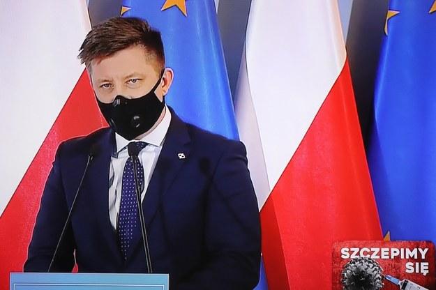 Szef KRPM Michał Dworczyk podczas konferencji prasowej transmitowanej z siedziby KPRM w Warszawie /Paweł Supernak /PAP